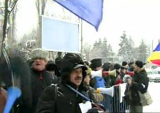 Protest in fata Palatului Cotroceni, dupa demisia lui Boc
