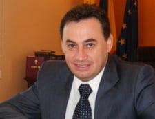 Protest in fata Palatului de Justitie din Arad, dupa achitarea primarului Falca