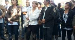 Protest in fata Prefecturii Bihor. Angajatii Directiei Vamale, revoltati de decizia presedintelui ANAF