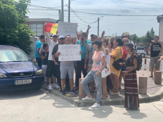Protest in fata la Rahova. 15 oameni il vor pe Dragnea lider: M-am saturat sa fiu condus de zdrentele securiste (Video)