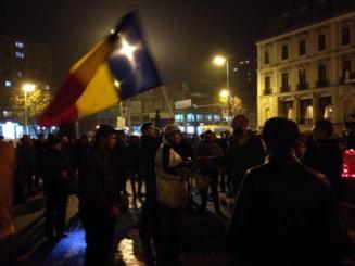 Protest in fata sediului PSD Iasi. Manifestantii le cer politicienilor sa nu voteze legile justitiei