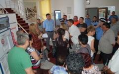 """Protest in sediul Primariei Slobozia. Reactia primarului: """"Nu cedam acestor presiuni"""""""