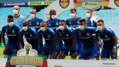 Protest inedit in Brazilia. Jucatorii lui Gremio au intrat pe teren cu masti pe figura (Foto)
