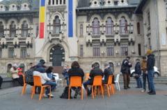 Protest inedit la Craiova: Tinerii s-au adunat si au citit Constitutia Romaniei