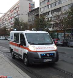 Protest la Ambulanta Mehedinti, dupa ce un pacient a iesit pozitiv la Covid-19: Se stie ca domnii de la DSP n-au raportat la minister problemele? Au raportat doar ce a dat bine