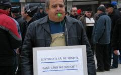Protest la COS Targoviste. Angajatii sunt invitati sa protesteze cu umbrela deasupra capului