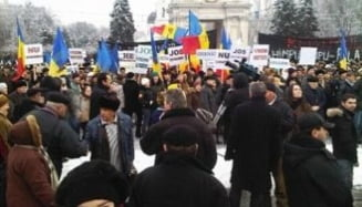 Protest la Chisinau, la adresa Puterii: 2.000 de oameni au iesit in strada