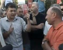 Protest la Cotroceni fata de proiectul Rosia Montana - Basescu, in mijlocul manifestantilor