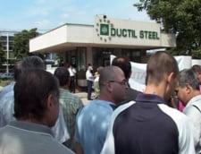 Protest la Ductil Steel Otelu Rosu - angajatii au blocat un drum national