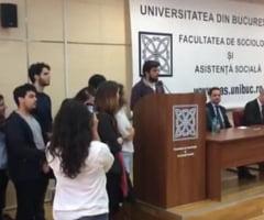 Protest la Facultatea de Sociologie: Studentii sprijina un profesor dat afara. Ce rol are regizorul Cristi Puiu