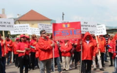 Protest la Inspectoratul Scolar Alba. Zeci de profesori acuza discriminarea sindicatului din care fac parte