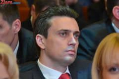 "Protest la PSD - Zeci de oameni il sustin pe Catalin Ivan: ""Jos dictatura!"""