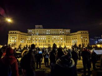Protest la Parlament, timp de 7 ore, fata de modificarile la Legile Justitiei. Deputatii USR au fost aplaudati de manifestanti