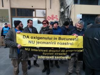 Protest la Primaria Capitalei fata de vinieta impusa de Firea: Da oxigenului, nu jecmanirii noastre!