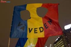 Protest la sediul PSD dupa ce Dragnea l-a dat jos si pe Tudose: Suntem o tara, nu un experiment. Plecati! (Video)