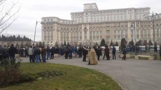 Protest mioritic la Palatul Parlamentului: Ciobanii au iesit in strada (Video)