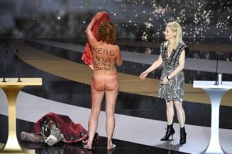 Protest nud la gala premiilor Cesar. Actrita Corinne Masiero, in varsta de 57 de ani, s-a dezbracat pe scena