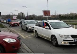 """Protest pe roti la Palatul Parlamentului: """"Votul, nu hotia"""", """"Opriti lacustele PSD"""""""