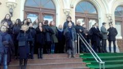 Protest pe scarile Judecatoriei. Magistratii sunt nemultumiti de legile justitiei