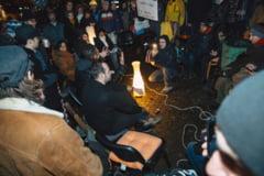Protest record in fata sediului PSD Sibiu: Oamenii stau acolo de 48 de ore (Video)