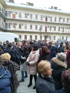 Protest spontan la ANAF: Nimeni nu stie daca mai are loc de munca pana la Craciun