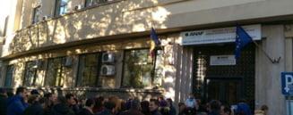 Protest spontan la directiile de Finante din aproape toata tara: N-au marit la toti salariile, discrimineaza