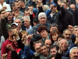 Protest spontan la gara din Campina