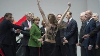 "Protest topless fata de ""dictatorul"" Putin (Foto)"