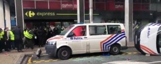 """Protest violent al """"vestelor galbene"""", in centrul Bruxellesului: Politia a intervenit cu tunuri cu apa si gaze lacrimogene (Video)"""