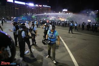 Protestatar: Un jandarm lovea multimea cu o bucata de gard, altul mi-a spus ca este stare de razboi