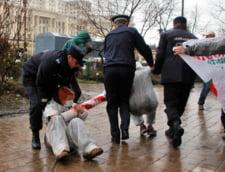 Protestatarii anti-Rosia Montana, bagati in duba de jandarmi