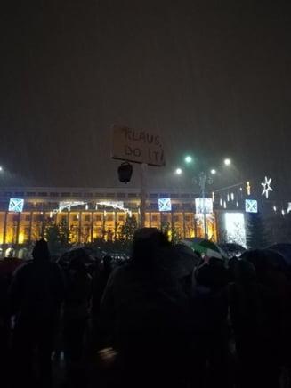 Protestatarii au #rezistat in apararea Justitiei in frig si ninsoare. Conflict cu jandarmii la Parlament (Galerie foto & video)