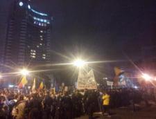 Protestatarii au ocupat Piata Universitatii, dupa imbranceli cu jandarmii