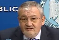 """Protestatarii de la Finante s-au """"razbunat"""" pe masina lui Vladescu"""