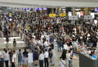Protestatarii din Hong Kong au ocupat din nou aeroportul: Imbarcarile au fost suspendate