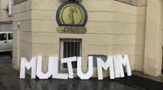 Protestatarii din Piata Victoriei au mers la sediul DNA pentru a-i multumi lui Kovesi ca a luptat impotriva coruptiei