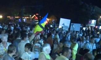 Proteste anti-Basescu si anti-SUA la Universitate - Decizia CCR a scos sute de oameni in strada (Video)