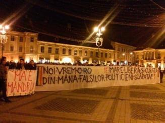 """Proteste de solidaritate cu """"cozile umilintei"""" - Mobilizarea Facebook a scos mii de romani in strada"""