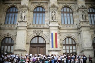 Proteste fara precedent in Justitie: Magistratii au protestat in tacere, cetatenii i-au sustinut. Mai multe institutii isi suspenda activitatea