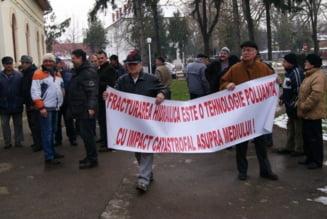 Proteste fata de gazele de sist, la Arad: Cum se apara compania acuzata