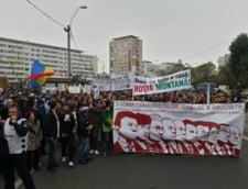 Proteste fata de proiectul Rosia Montana in mai multe orase din tara - sute de oameni au iesit in strada