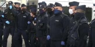 Proteste fata de restrictii in mai multe tari din Europa. S-a lasat cu gaze lacrimogene si cu arestari in Varsovia si in Londra