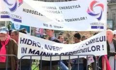 """Proteste in Capitala: sute de oameni contesta """"taxa pe stalp"""" si vanzarea spitalelor CFR"""