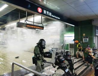 Proteste in Hong Kong: 149 de arestari, aeroportul continua sa fie ocupat de manifestanti si toate zborurile anulate