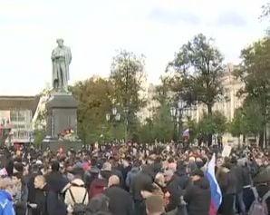 Proteste in Rusia impotriva lui Putin, in ziua in care implineste 65 de ani: Zeci de oameni au fost arestati (Video)