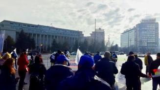 Proteste in fata Guvernului, fata de inghetarea salariilor si a pensiilor militare