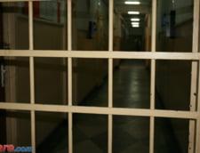 """Proteste in penitenciare: La Gherla, doua pungi cu prune si mesajul """"nu atingeti pruna sensibila"""""""