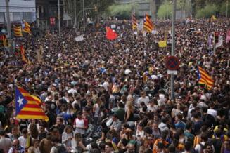 Proteste la Barcelona, dupa referendum: Peste 300.000 de oameni au iesit in strada (Video & Foto)