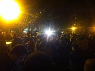 Proteste la Bucuresti si la Cluj: Solidaritate cu diaspora - Vor sa voteze, lasati-i sa voteze!