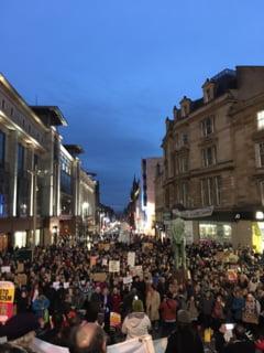 Proteste masive in Marea Britanie fata de decretul lui Trump privind imigratia (Video)